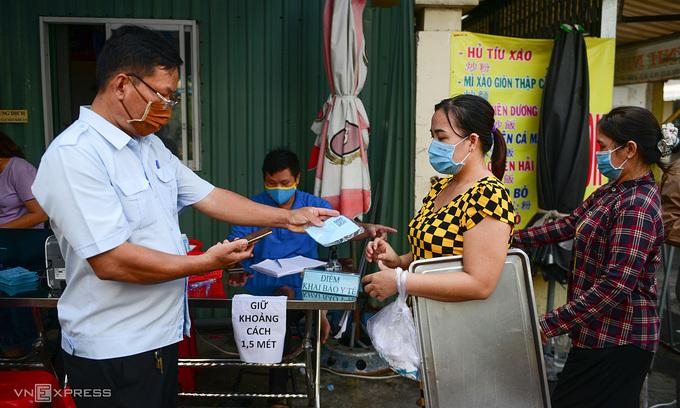 PM requests maximum travel restrictions in HCMC amid coronavirus crisis