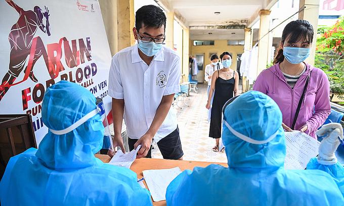 Hanoi randomly tests HCMC returnees for Covid