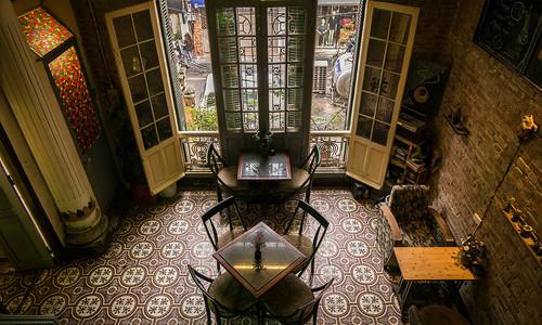 5 coffee shops hidden inside old Hanoi apartment blocks