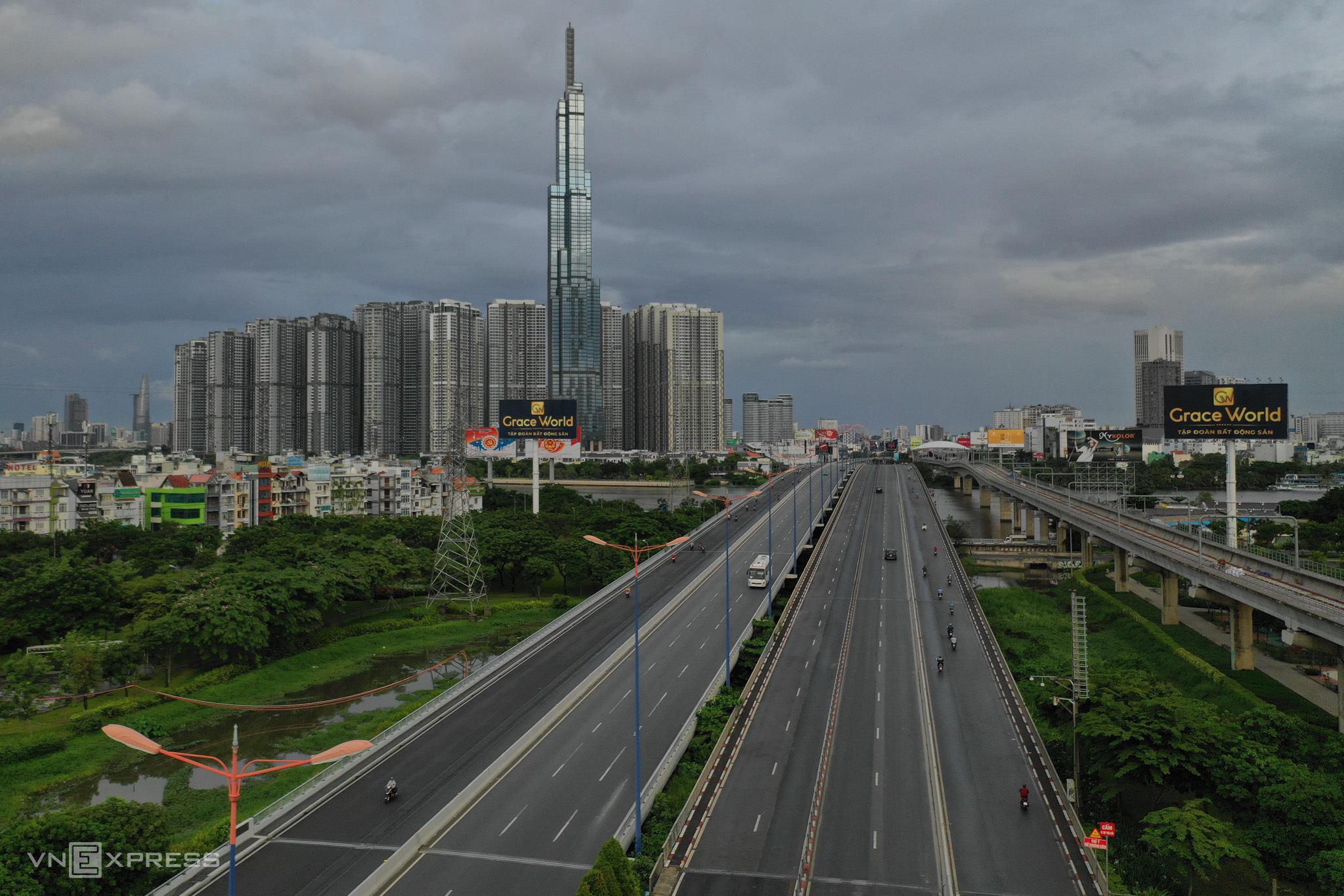 HCMC desolate on first day of social distancing