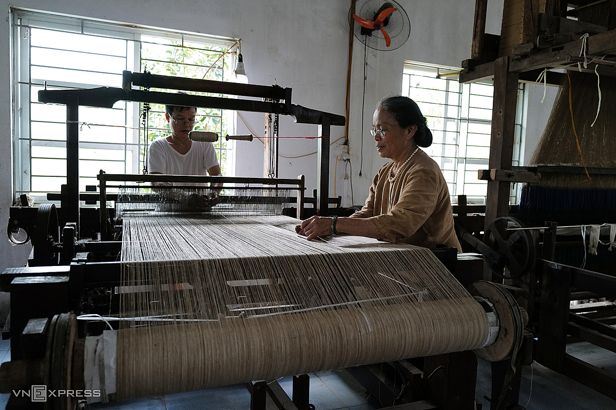 The final stage involves weaving the natural fiber into cloth on a machine. To create patterns in them requires a lot of skill.