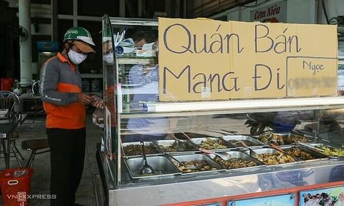 Food delivery risks Covid transmission, HCMC elaborates