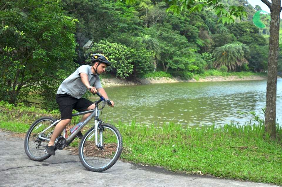 A foreign tourist cycles inside Cuc Phuong National Park in Ninh Binh Province, 2019. Photo by VnExpress/Vy An.