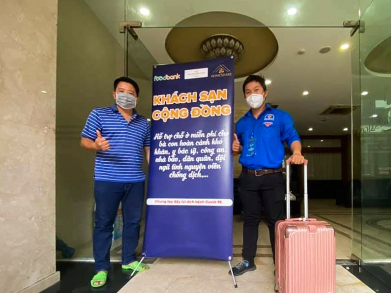 Khoi (L) welcomes Phuoc Hieu to the hotel, July 7, 2021. Photo courtesy of Nguyen Tuan Khoi.