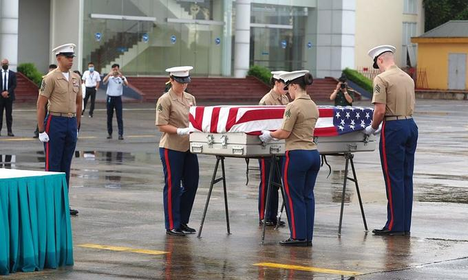 Vietnam hands over American soldier's remains