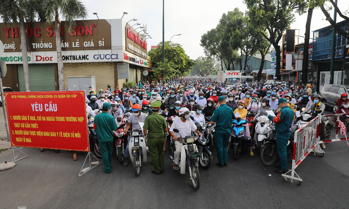 Mobile units to enforce social distancing in HCMC