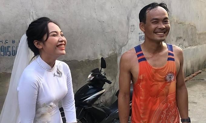 Runner couple host marathon themed wedding