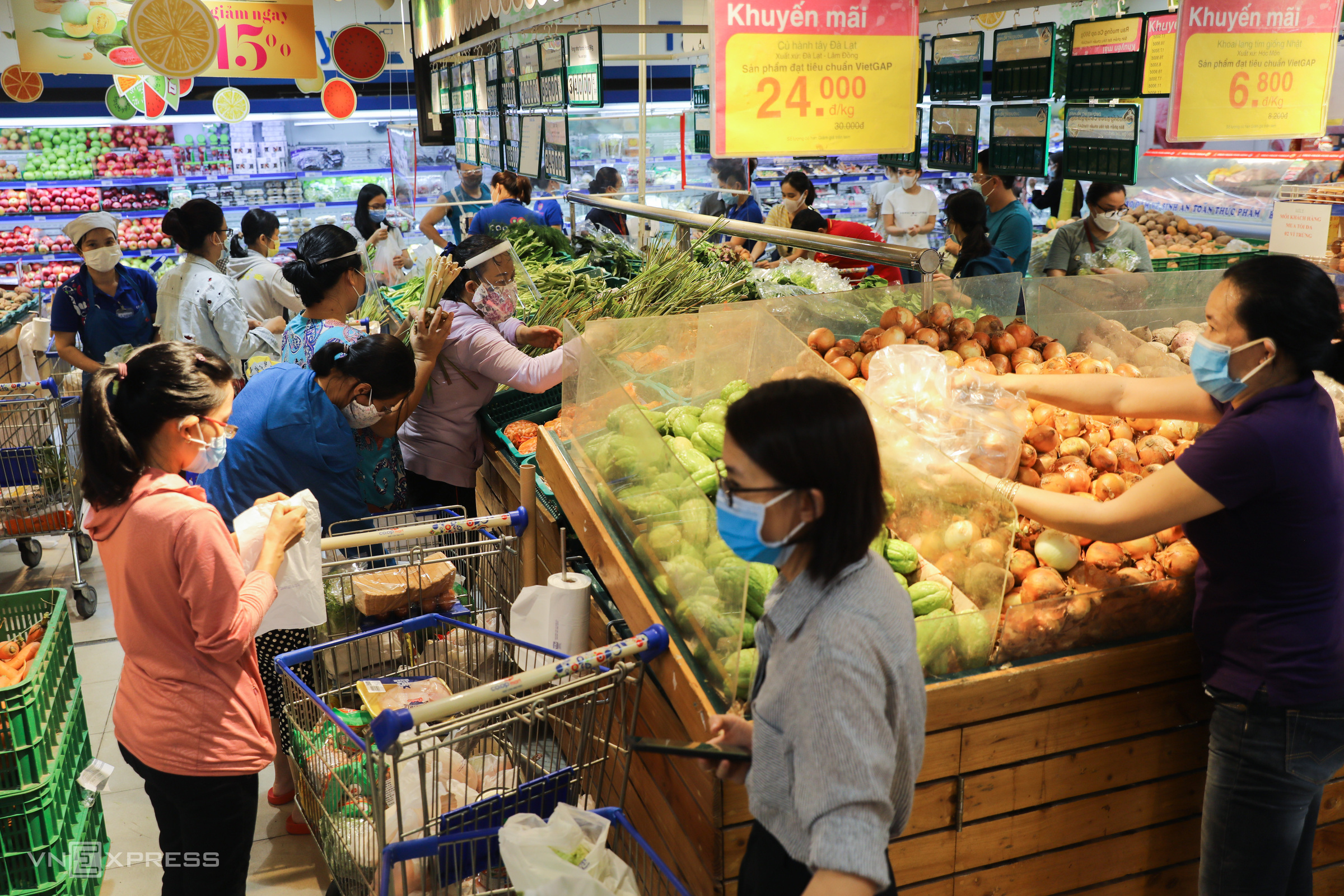 Residents crowd supermarkets in stockpiling rush
