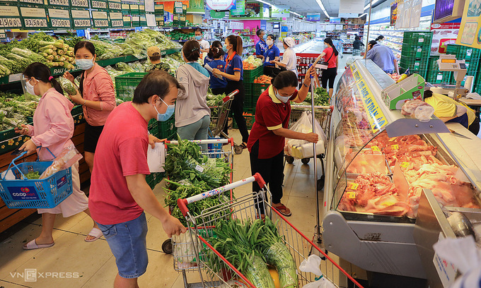 Supermarkets find customers hoarding goods to resell