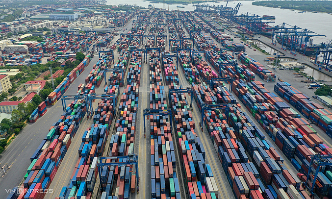 HSBC sees challenges to Vietnam economy in H2