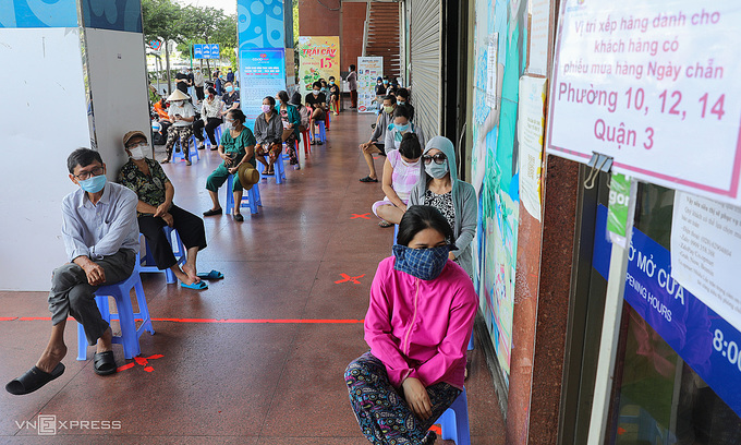 Get smart, not strict about social distancing, HCMC advised