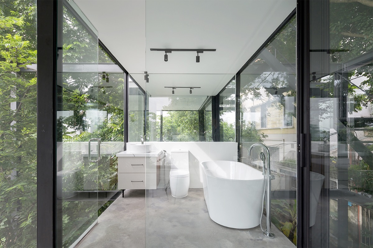 The house is symbiotically intertwined with the old trees through layers of overlapping rooms of different depths.