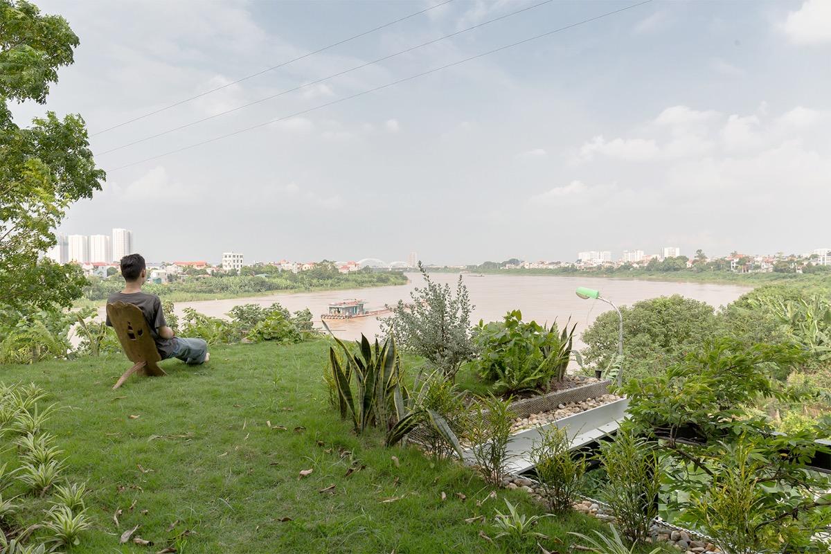 A small garden on the roof offers residents a place to relax and watch the river stretching around the capital city.