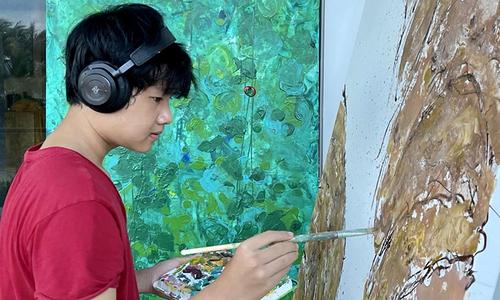 Xeo Chu makes an artwork at his home in downtown Saigon. Photo courtesy of Xeo Chu.