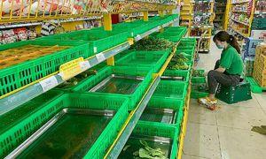 Scrambling shoppers keep emptying HCMC supermarket shelves