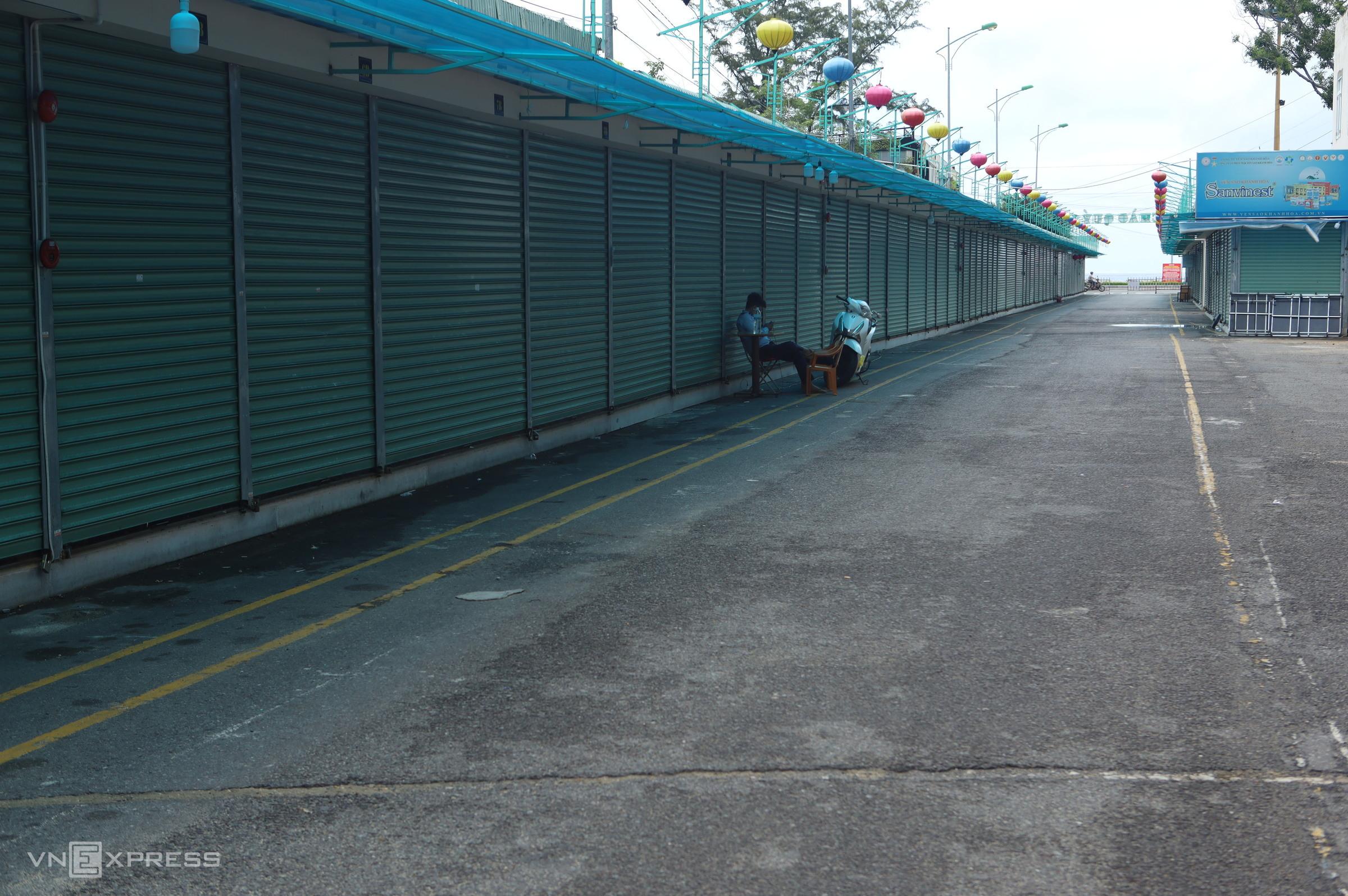 Lockdown in Nha Trang leaves beach town desolate