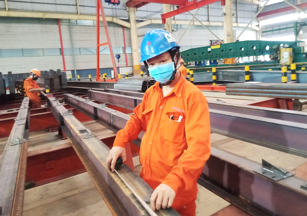 Nguyen Dung works at construction equipment manufacturer Dai Dung in Ho Chi Minh City. Photo by VnExpress/An Phuong.