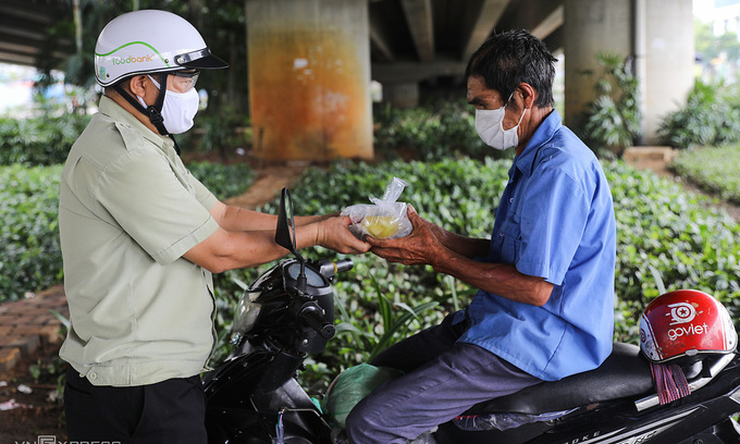 HCMC pandemic relief package to cover 27,000 more