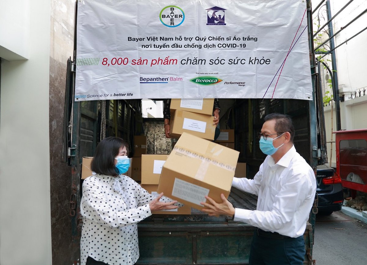 Bayer Vietnam in cooperation with the Womens Charity Association of Ho Chi Minh City has provided 8,000 self-care products to the Ho Chi Minh City Center for Disease Control. Photo by: Bayer Vietnam