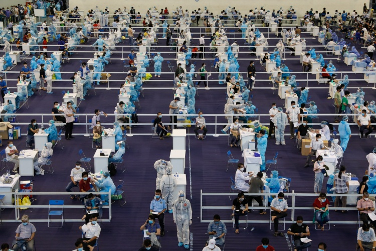People in HCMC participate in a vaccination program on June 24. Photo by VnExpress/Huu Khoa.
