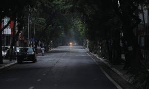 Hanoi begins 1st day of semi-lockdown