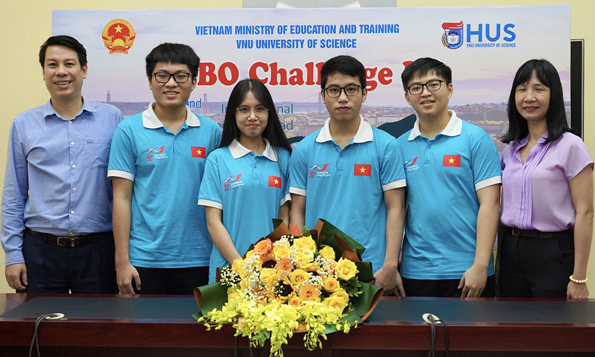 The Vietnamese team (in blue) participating in the 2021 International Biology Olympiad. Photo courtesy of the Ministry of Education and Training.