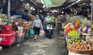 HCMC to reopen groceries markets with pandemic arrangements