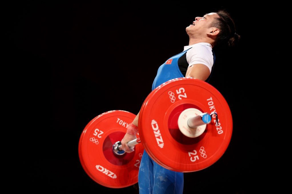 Thach Kim Tuan fails in the clean and jerk category. Photo by AFP.