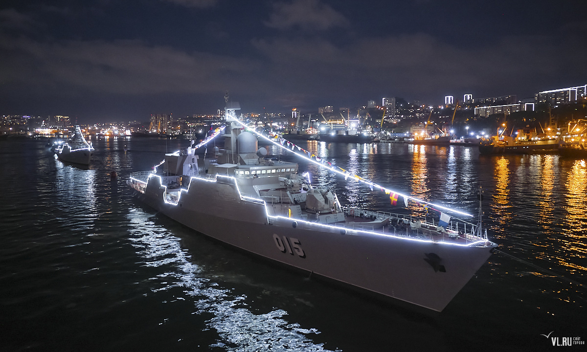 The two Vietnamese frigates are lit up for the parade at night.After the event, the 015 Tran Hung Dao and 016 Quang Trung vessels will compete in the Sea Cup category of International Army Games 2021, marking the first time ever Vietnam has sent warships to the games.