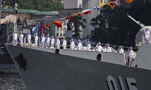 Vietnamese frigates join parade to mark Russian Navy anniversary