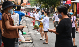 Hanoi markets adopt precautions against Covid