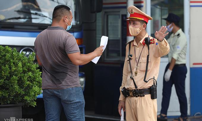 Hanoi fines 300 people $26,500 for breaking Covid protocols