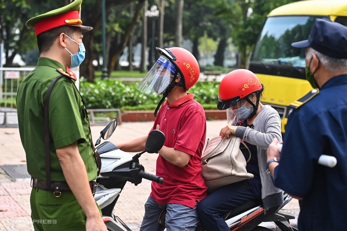 Police in Tay Ho Districts Thuy Khue Ward check people on Thuy Khue Street. Last Wednesday a part of the street was locked down after a Covid-19 patient was found there.