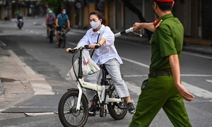 Hanoi police confront people violating stay-at-home orders