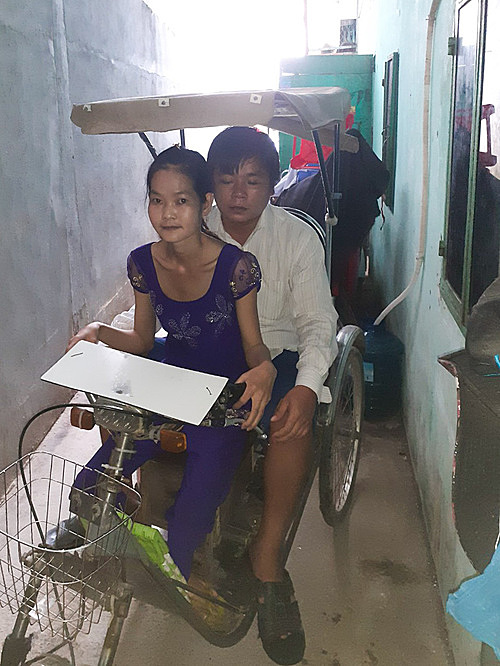 Tran Van Quy and his wife normally sells lottery tickets on a handicapped tricycle. Photo courtesy of Quy.
