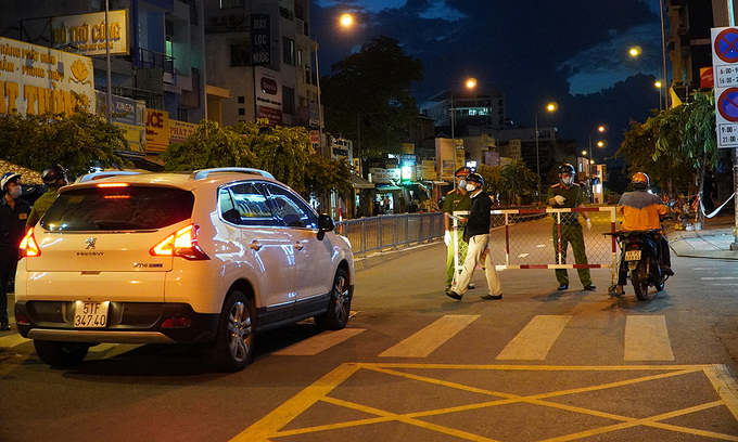 HCMC delivery drivers puzzled at being fined for going out at night