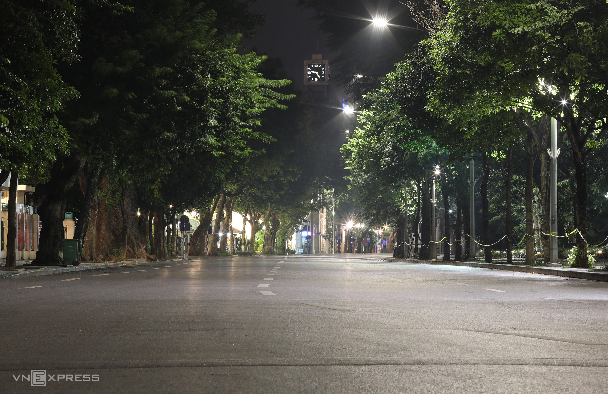 Hanoi calls it a night after sundown amid Covid restrictions