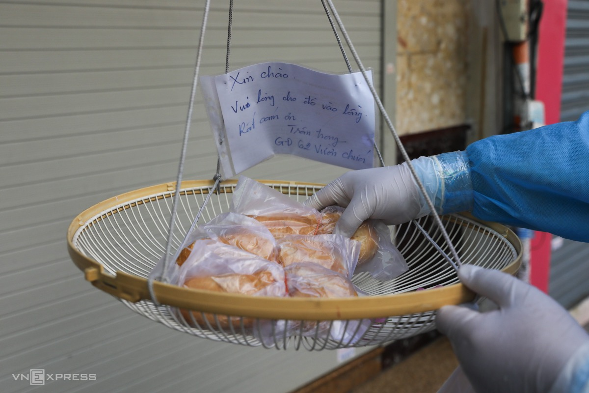 Another household uses a basket with a note saying thank you to receive bread.