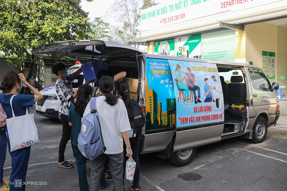 Around 8 a.m. doctors and nurses get ready to leave. Each team will go to about seven locations in Thu Duc City every day, administering doses to more than 200 people.