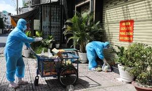 HCMC transporters work around the clock to serve quarantined neighborhood