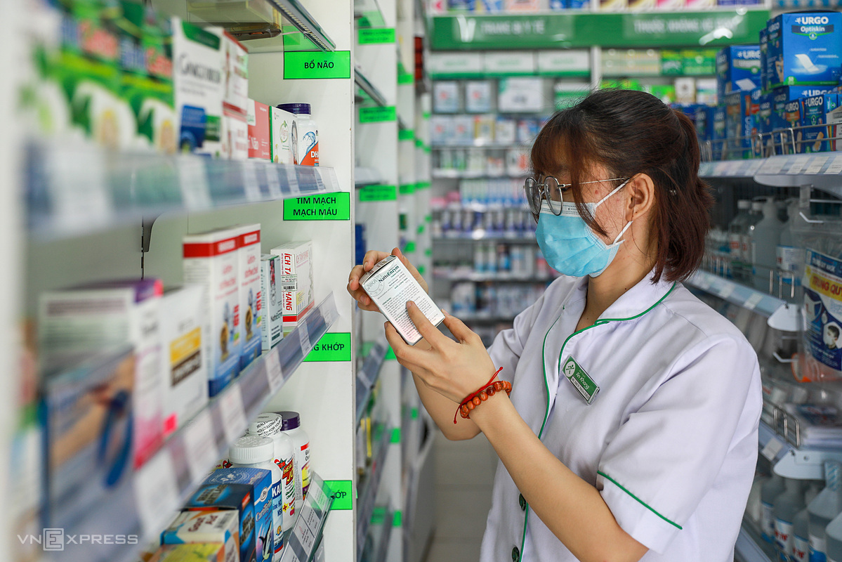 A pharmacist at a drugstore in HCMC. Photo by VnExpress/Quynh Tran.