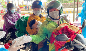 Samaritans help struggling HCMC migrant workers return home