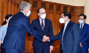 PM requests Russia to prioritize Covid vaccines for Vietnam