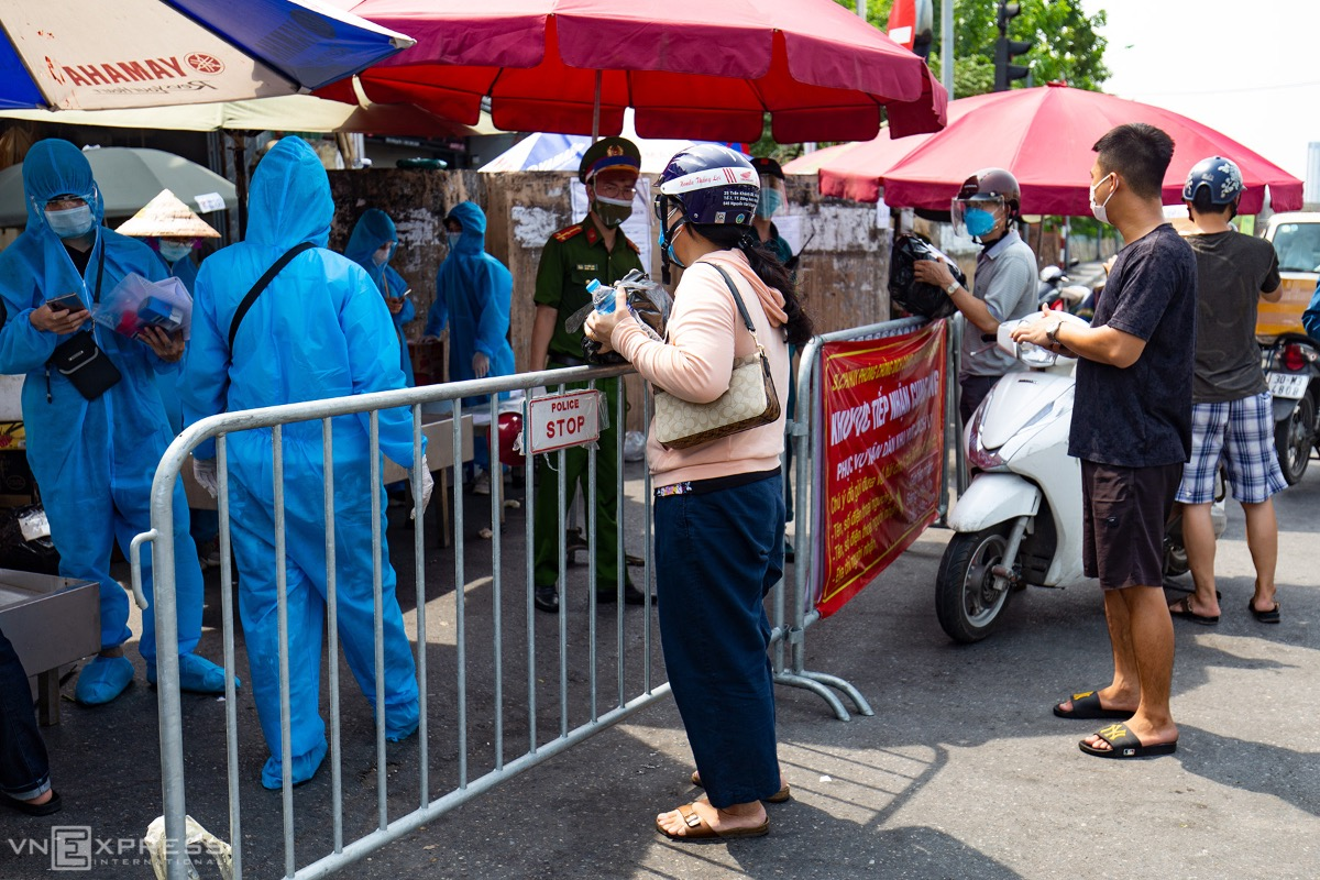 Many people, coming late, try to convince local officials to deliver their goods, but to no avail.As of Friday, Hanoi has confirmed 1,762 Covid cases in the current wave. The local authorities have also decided to extend the capitals ongoing Covid-19 social distancing order until August 22.