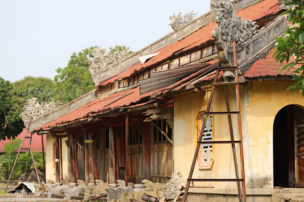 The main temple of the Thai To complex has been downgraded. Photo by VnExpress/Vo Thanh.