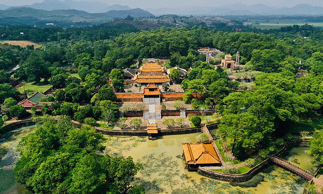 Hue closes all tourist destinations, bans gatherings of 20+