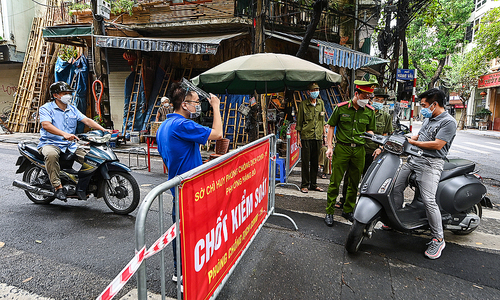 Covid checkpoints proliferate in Hanoi's Old Quarter