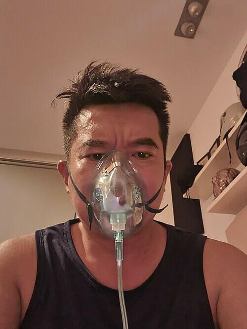 Bui Trong Binh treating Covid at home. Photo courtesy of Binh.