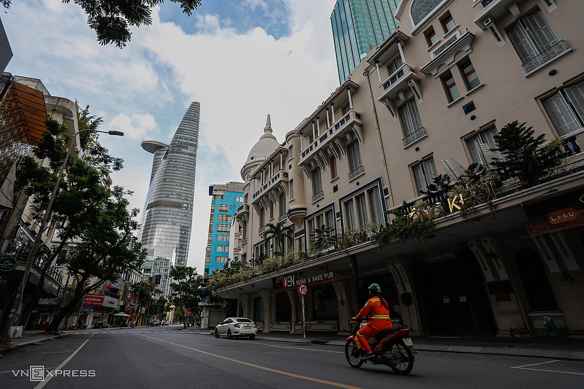The downtown area of Ho Chi Minh City on July 9, when the city began 15 days of stringent social distancing measures to curb Covid-19. Photo by VnExpress/Huu Khoa.
