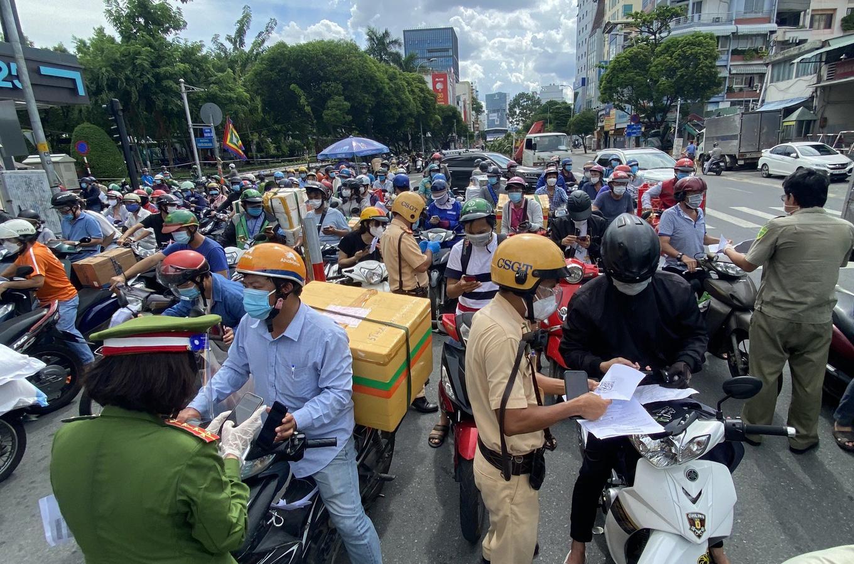 Congestion on Phan Dang Luu Street, Binh Thanh District, HCMC. Photo by VnExpress/Ha Giang.